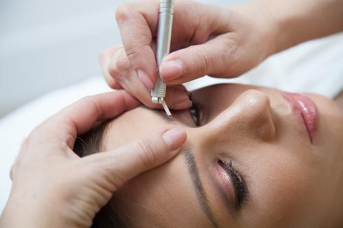 Die neue Methode für perfekt geformte Augenbrauen.